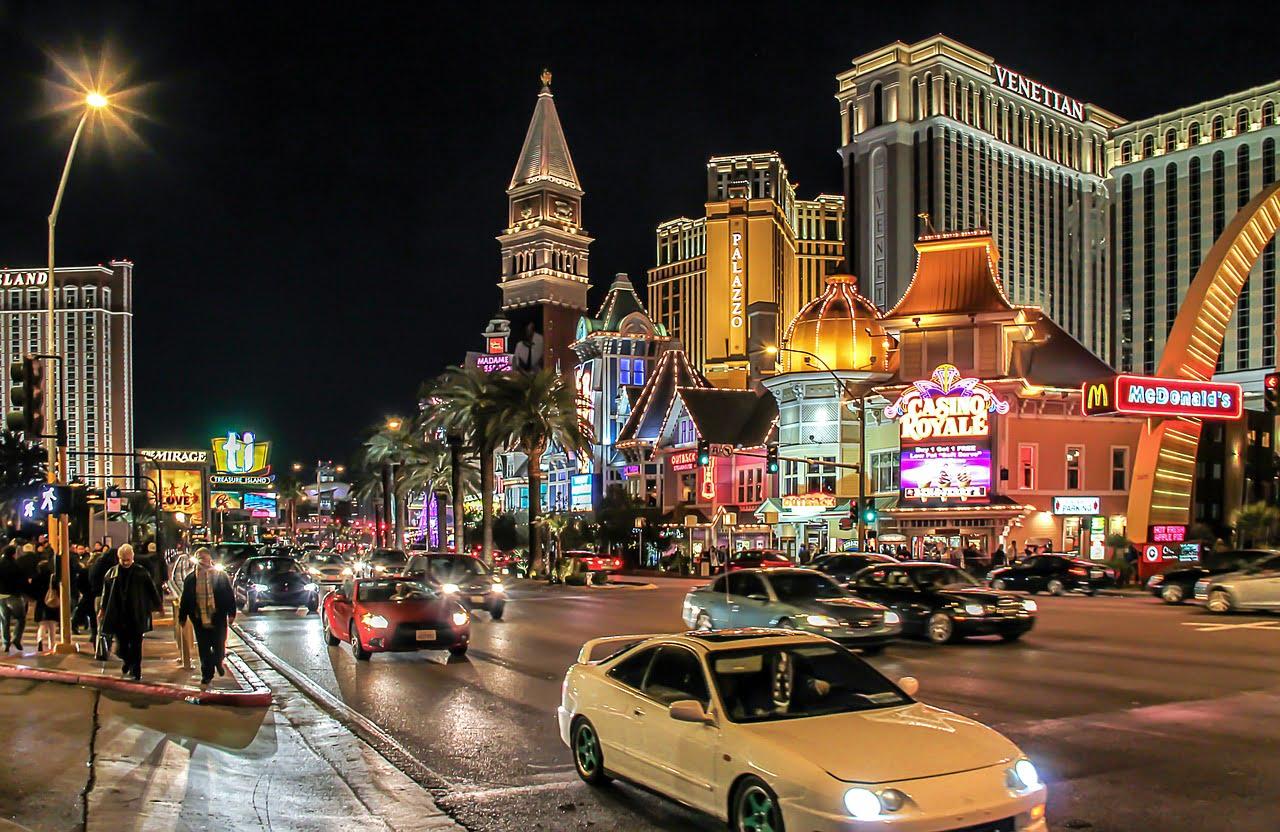 Las Vegas, la città del divertimento. Una tappa imperdibile durante un road trip negli States.