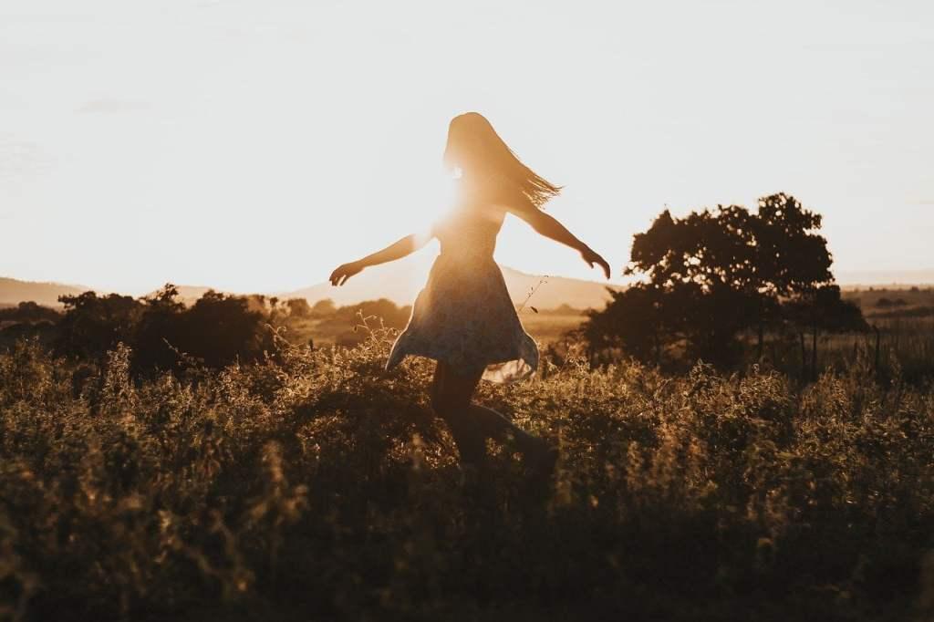 Ignora l'invidia, scaccia l'arroganza, oltrepassa la menzogna... la libertà sta proprio nel non lasciarsi influenzare.