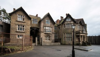 Midwife Manor - Longcross Manor - Surrey