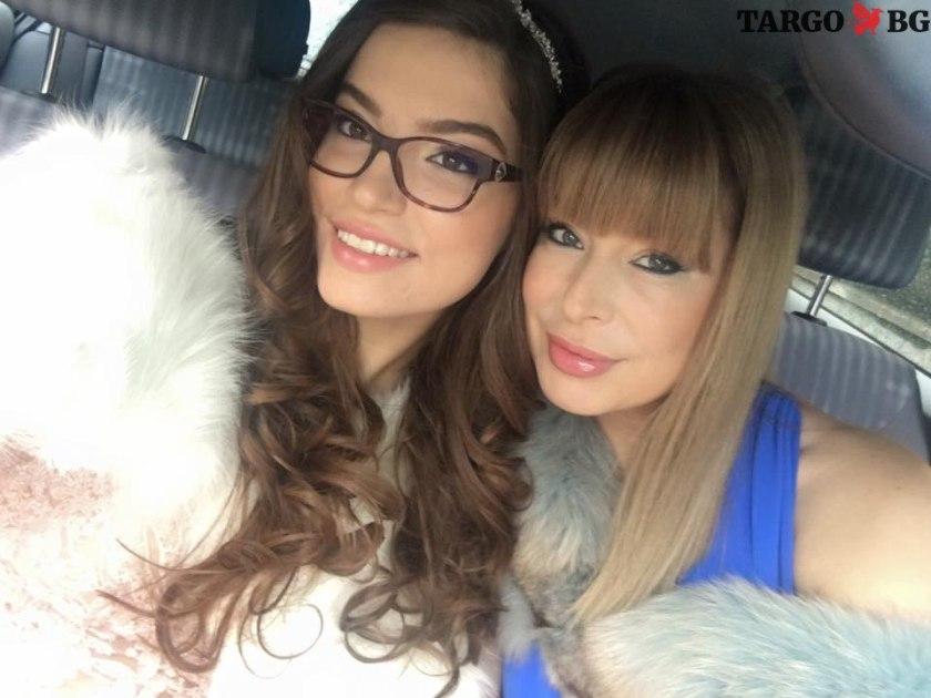 Лора и Мира Добреви