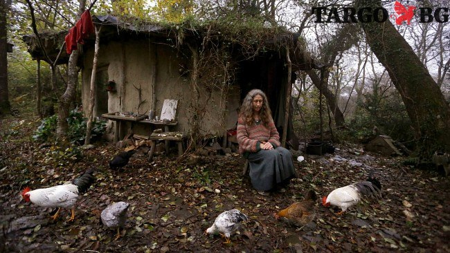 Жена живее сама в гората