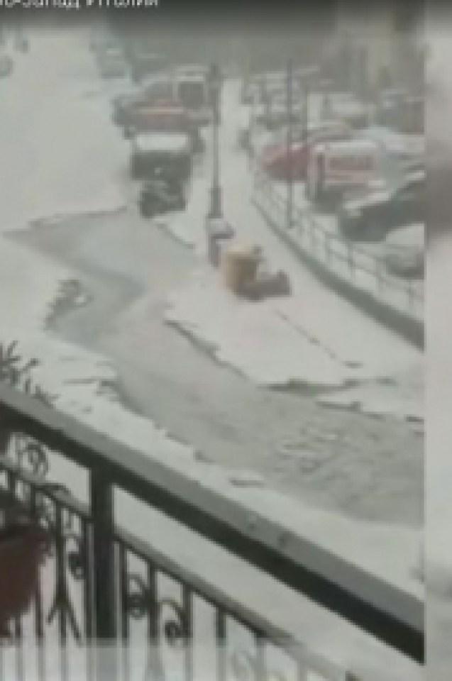 Светът изтръпна! Смразяващата прогноза на NASA е факт - в Италия вече ринат снега с фадроми след невьиждана стихия! (СНИМКИ/ВИДЕО)