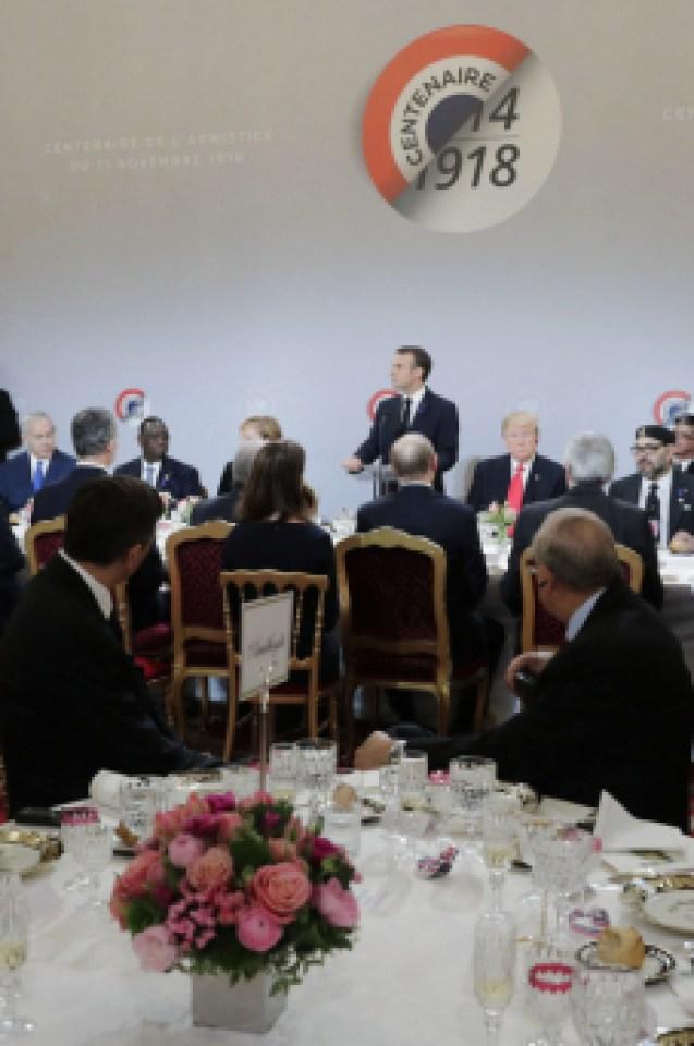 Тръмп и Путин очи в очи във Франция, въпреки че Елисейският дворец ги раздели в последния момент (СНИМКИ/ВИДЕО)