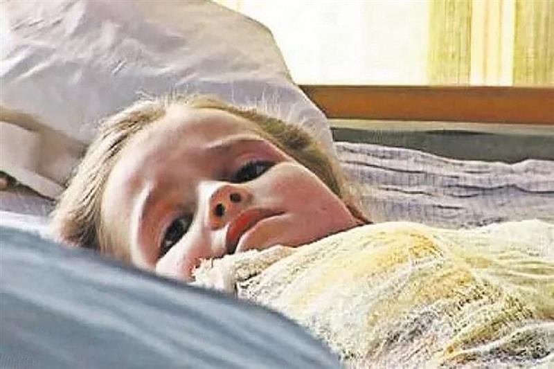 Помните ли 5-годишното момиченце, които извади сестричката си от пламъците? Ето я днес, след 12 години (СНИМКИ)