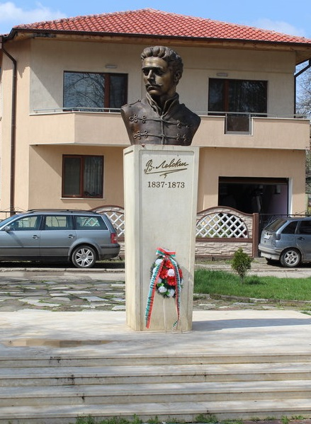 Паметник на Левски Мездра