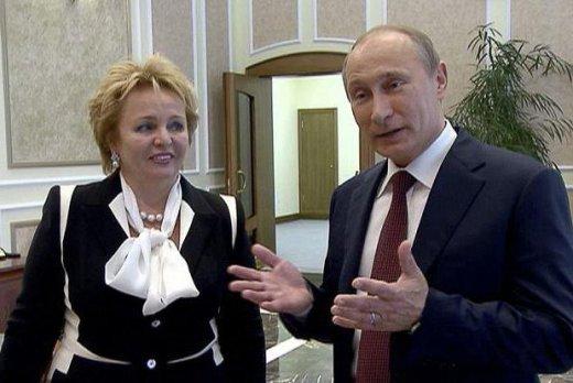 Вижте как живее днес бившата жена на Путин СНИМКИ