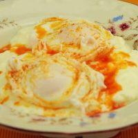 Вечна класика – яйца по панагюрски. Направете си ги вкъщи, ето най-пълната и доста лесна рецепта