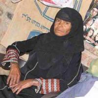 Майчин подвиг: За да издържа дъщеря си, майката 40 години се правела на мъж