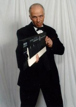 Ken Paoli, piano