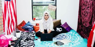muslim-girl-amani-al-khatahtbeh-jenna-masoud-blog-womens-magazine-online-author-bedroom-laptop