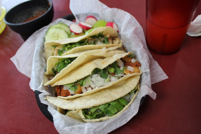 suadero-and-campechanos-tacos-at-pepe-el-toro