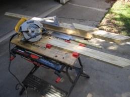 Circular saw to cut miters