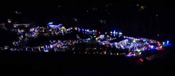Free Christmas Lights.Santa And Free Mini Train Ride At Piper Lights Triangle On