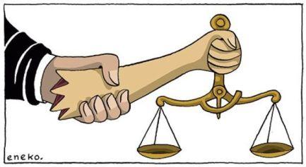 Político sujetando a la justicia.