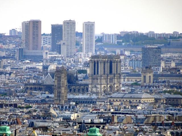 Notre-Dame dimanche 20 avril 2019 vue de Montmartre.