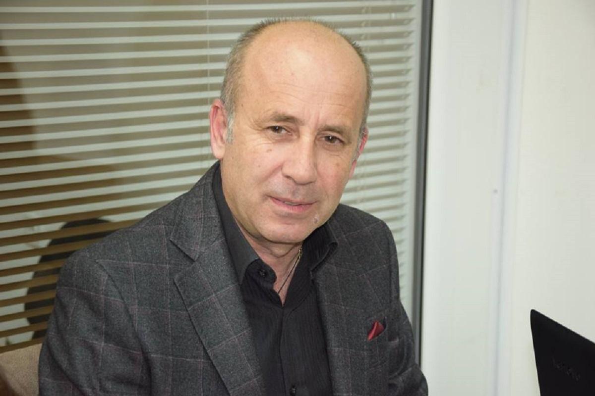Д.Митрев (гду): ќе провери ли Османи Дали државното знаме се вее во Тетово