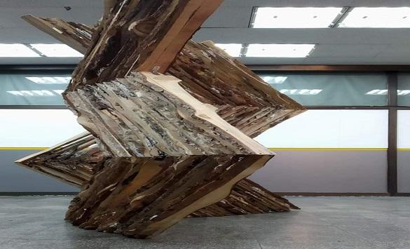 Скулптура на Уметникот Давид Атанасоски изложена во прилеп