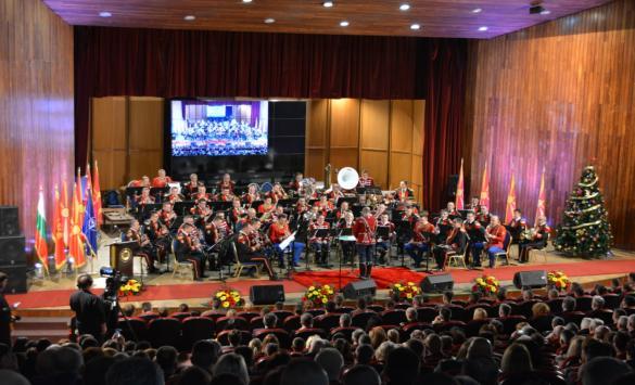 Предновогодишен концерт на три воени оркестри
