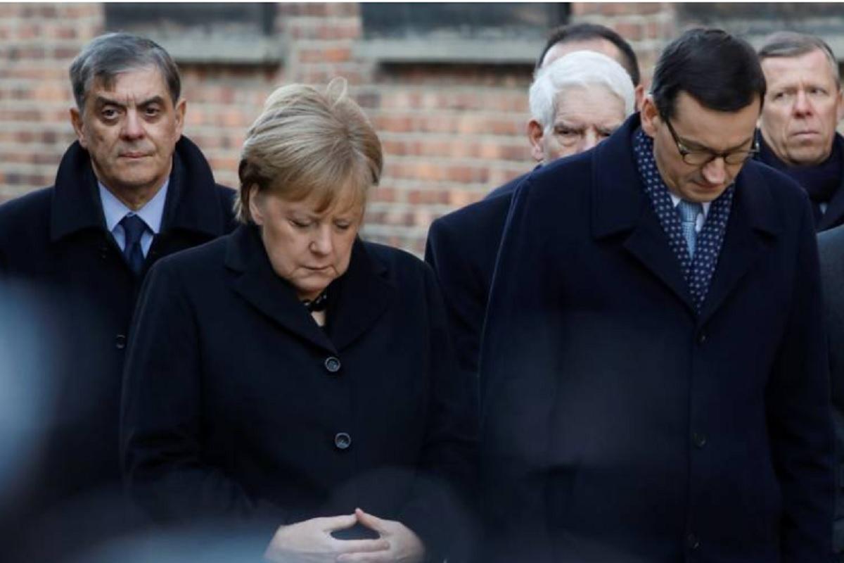 Меркел првпат го посети Аушвиц и им оддаде почит на жртвите