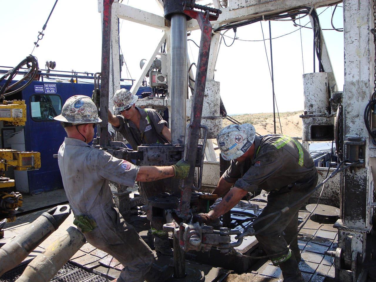 Statele Unite devin cel mai mare producător de petrol nerafinat din lume, depășind Rusia și Arabia Saudită