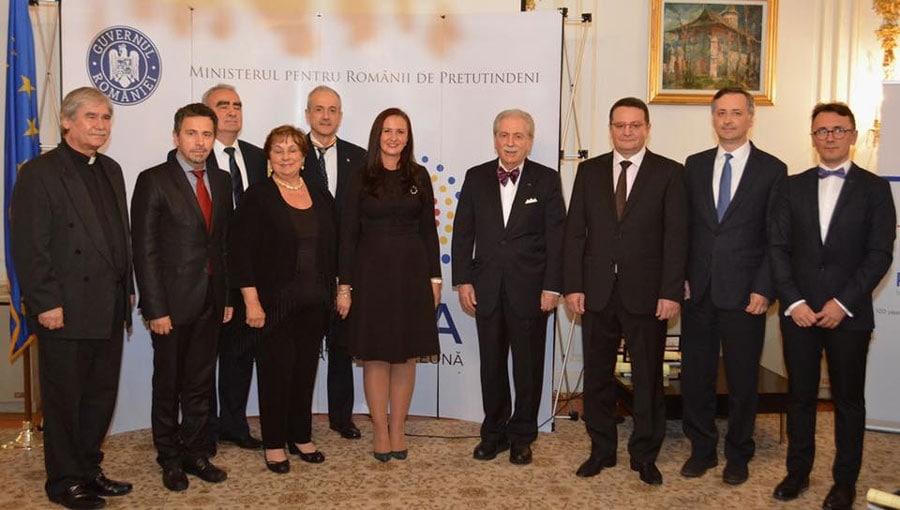 """Români americani cu activităţi deosebite, premiați în cadrul Galei  """"100 pentru Centenar"""", organizată la Ambasada României din Washington"""