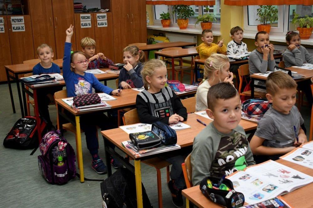 Metoda prin care școlile publice îndoctrinează copiii fără ca aproape nimeni să observe