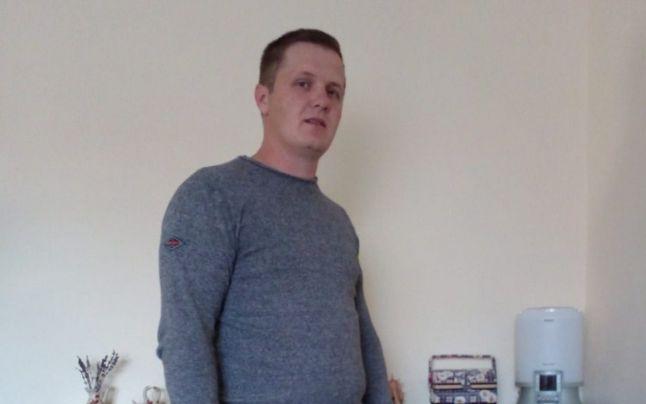 Un tânăr a descoperit 95.000 de euro într-un dulap second-hand cumpărat de pe internet. Ce a făcut mai departe