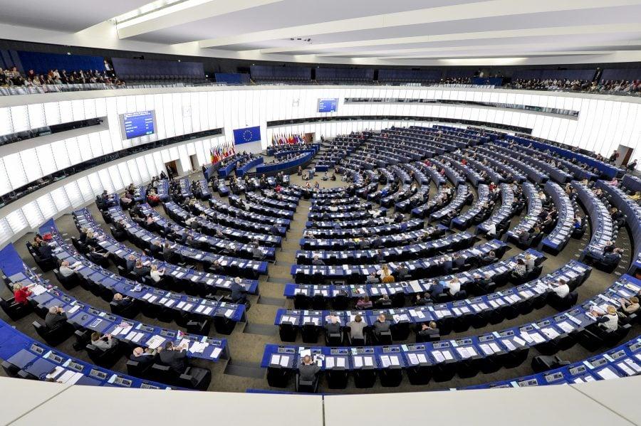 Parlamentul European a adoptat o rezoluție dură privind statul de drept din România