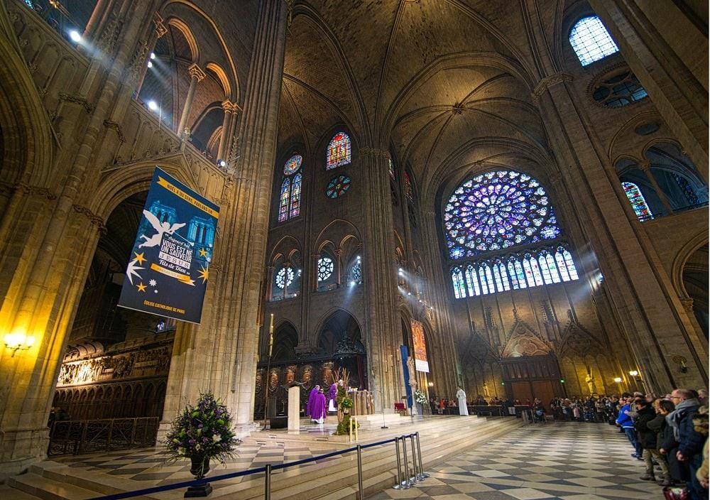 Ruinele Notre Dame sunt o metaforă pentru Biserica occidentală