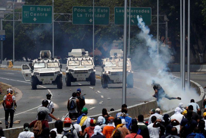 Venezuela: Manifestaţii violente împotriva preşedintelui Maduro; sprijinul armatei faţă de opozantul Guaido este limitat