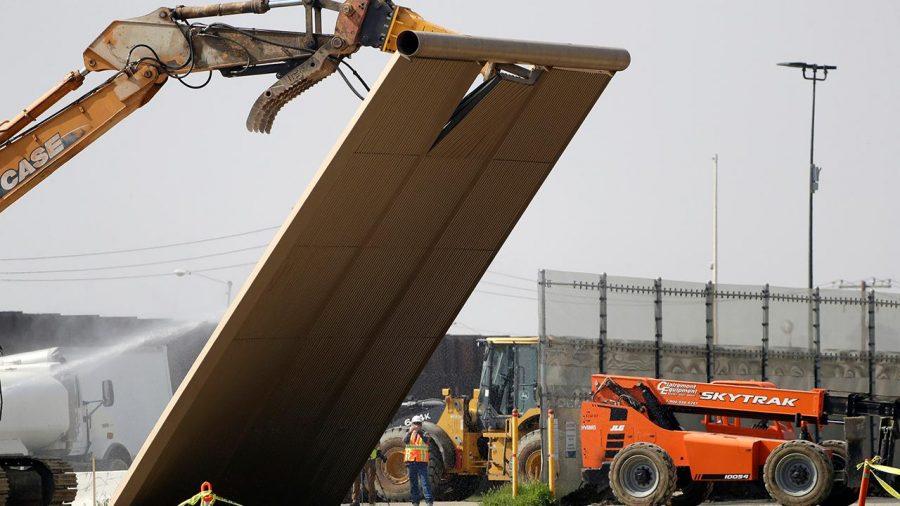 Curtea Supremă a decis că Trump poate folosi fondurile militare pentru construcția zidului de frontieră