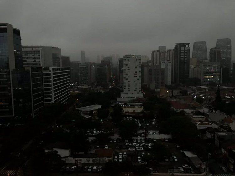 Incendii Amazonia | Beznă în plină zi în Sao Paolo, din cauza fumului