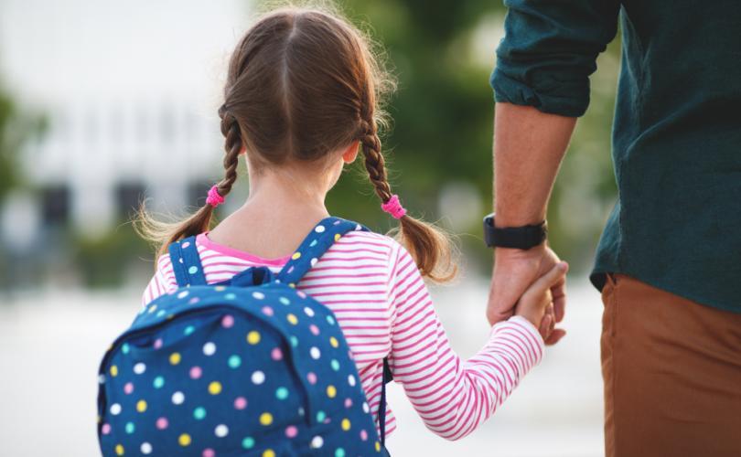Școlile publice îi conving pe copii că sunt transgender, ignorând autoritatea părinților