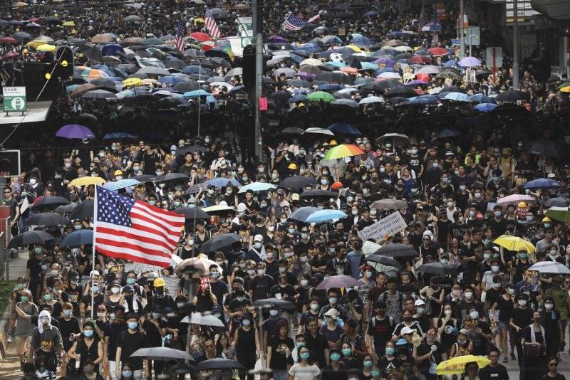 Protestatarii din Hong Kong au suspendat protestele în amintirea zilei de 11 septembrie 2001