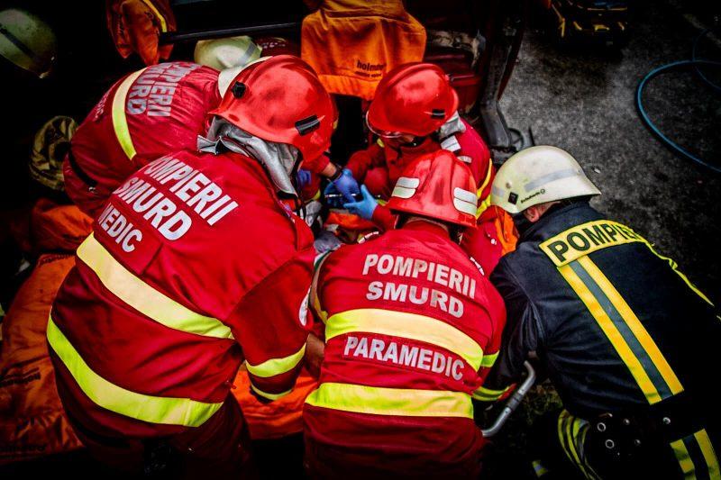 România trimite o echipă de salvare de 52 de persoane în Albania, după cutremurul cu magnitudinea de 6,4