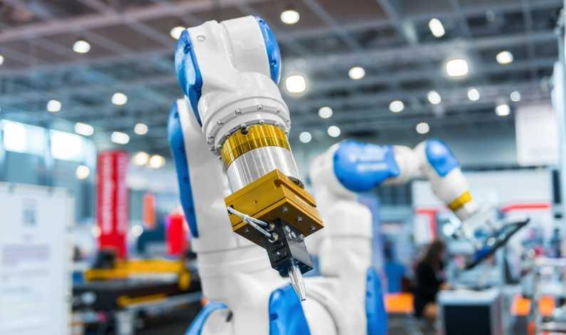Unul dintre cei mai bogați români din SUA investește într-o fabrică de roboți la Oradea