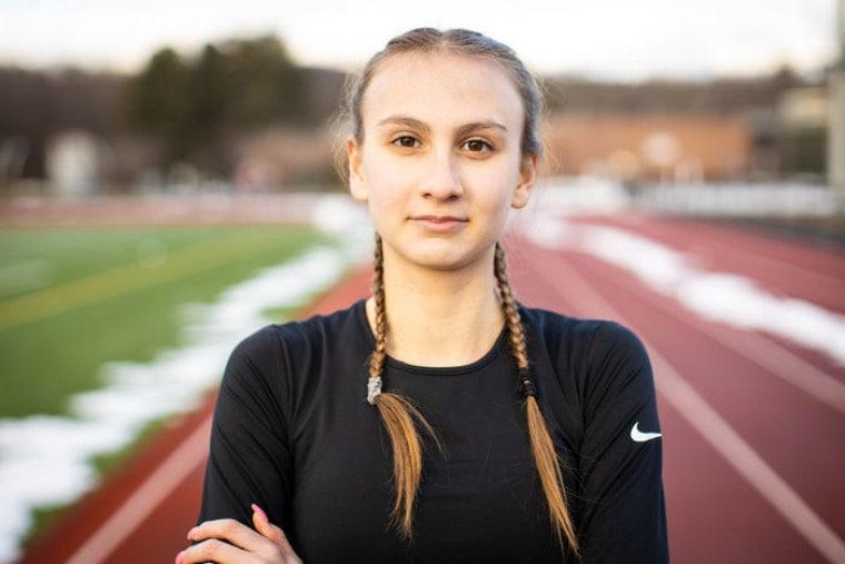 Atleta de top liceal din Connecticut apelează la justiție pentru a apăra sporturile femeilor