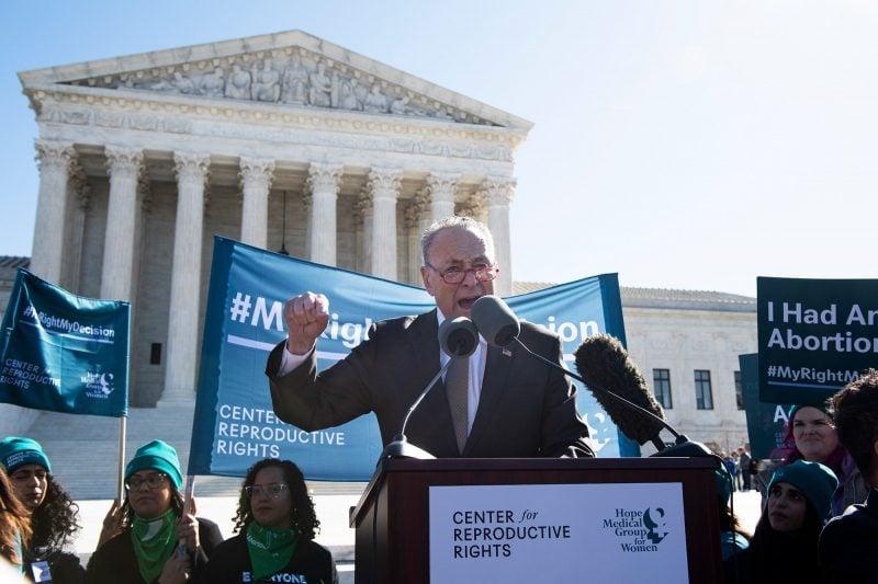 """Chuck Schumer recurge la amenințarea judecătorilor Curții Supreme: """"Veți plăti pentru asta"""""""