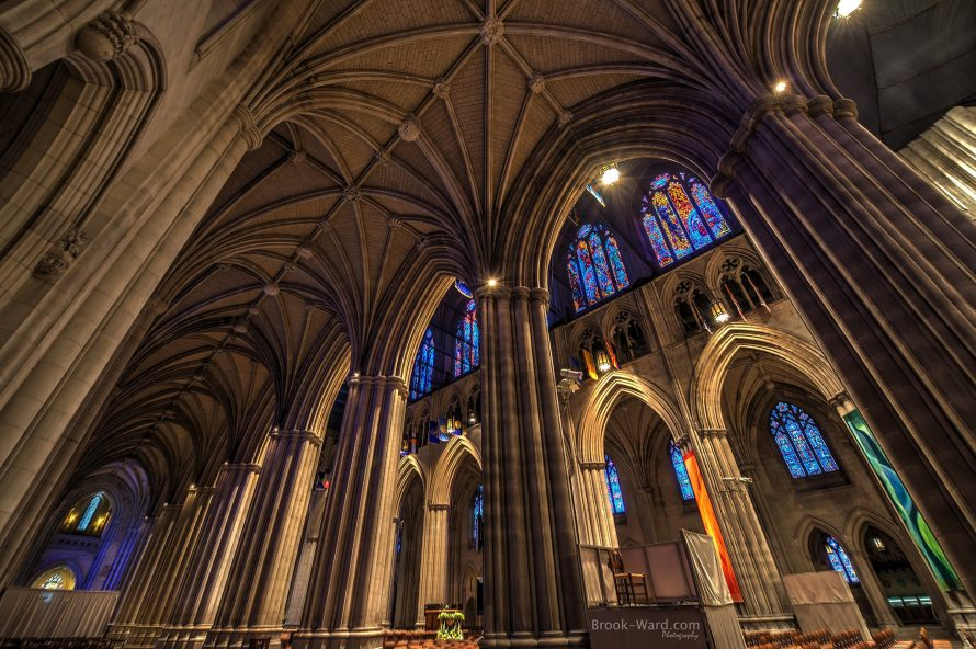 Washington: Catedrala Națională găsește 5000 de măști în criptă și le donează spitalelor locale