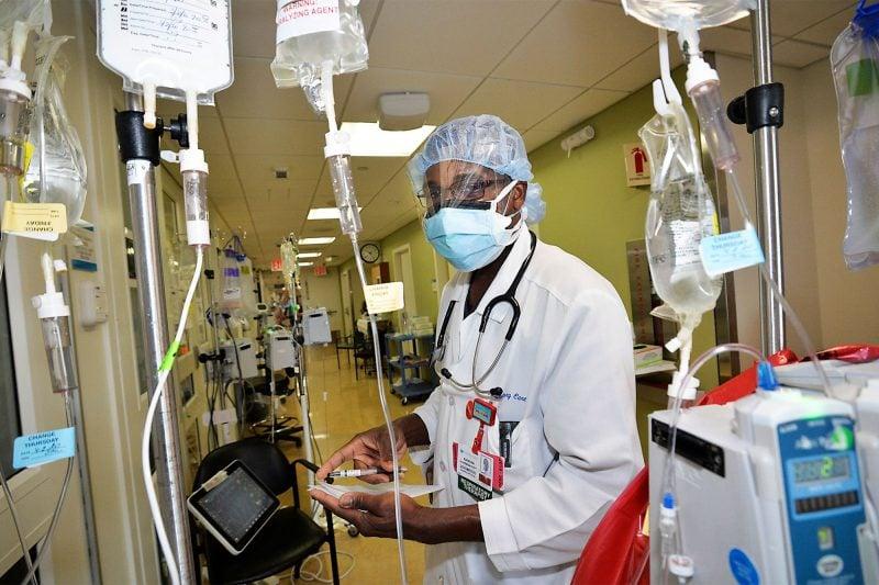 Terapeutul unui spital din NYC învinge coronavirusul și revine la datorie
