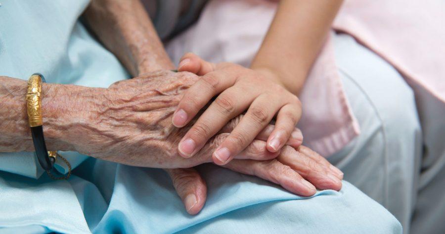 Mobilizarea în fața COVID 19 reafirmă demnitatea persoanelor în vârstă și bolnave