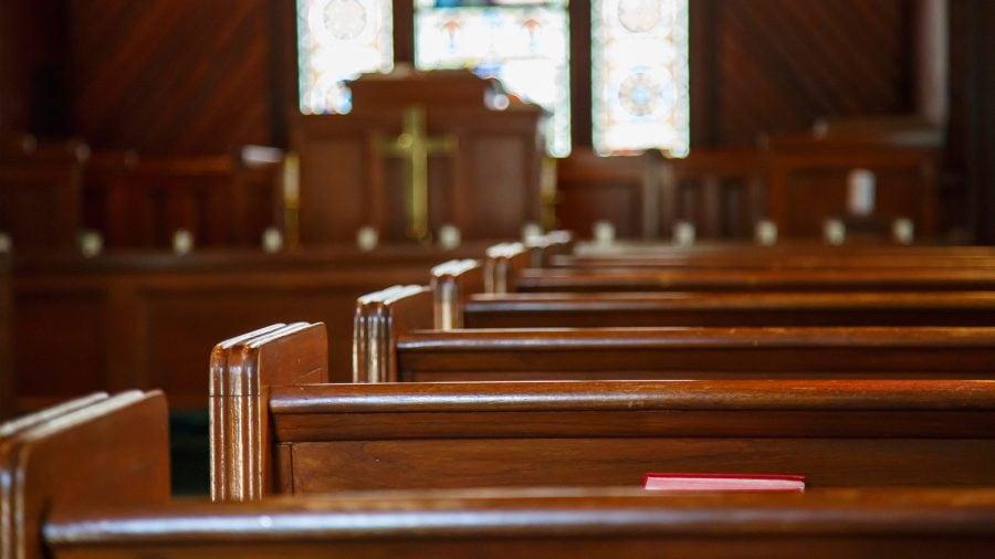 """Illinois: Guvernatorul Pritzker cedează și introduce exercitarea liberă a religiei ca """"activitate esențială"""" în noul ordin emis"""