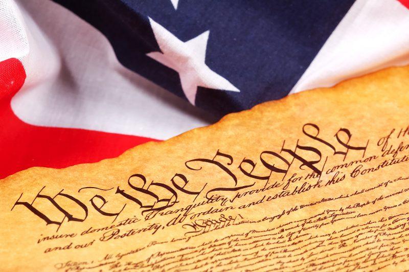 Opinie: Bisericile se supun Constituției, nu ordinelor abuzive ale Guvernatorilor