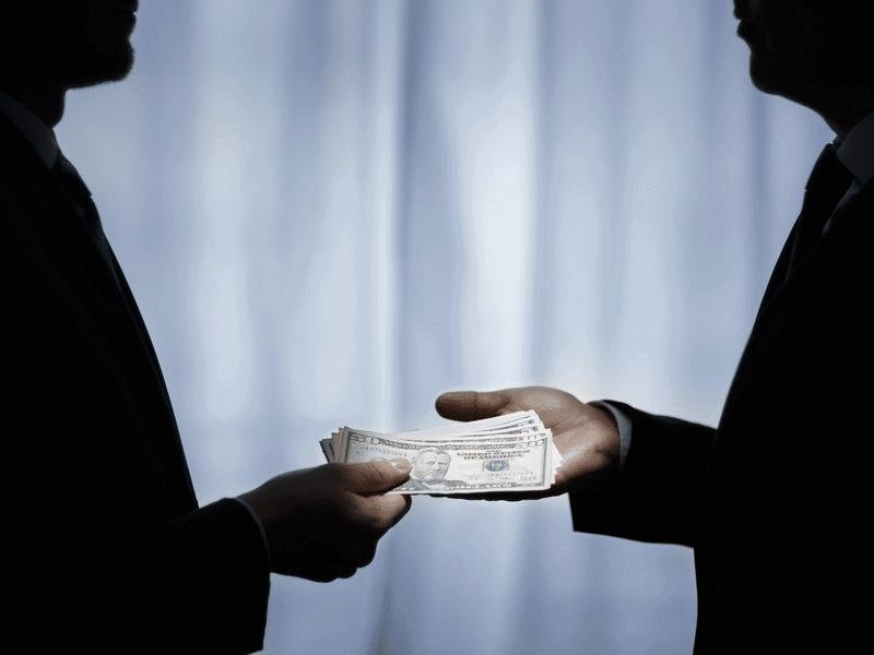 7 Democrați acuzați de corupție și fraudă. Nu este momentul să fim încântați