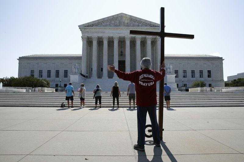 Curtea Supremă SUA: Angajatorii nu pot fi forțați să-și încalce convingerile religioase pro-viață