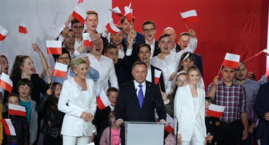 Conservatorii câștigă în Polonia, iar presa de stânga o numește bigotism