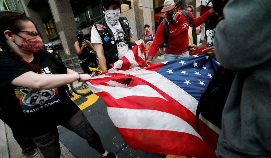 Revoluția culturală a Stângii: Va cădea America așa cum a căzut România?