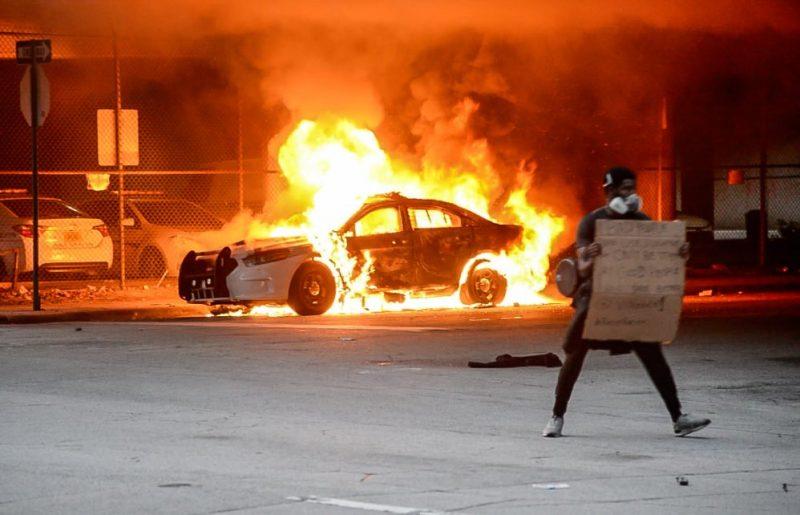 Violența stradală și folosirea armelor a început cu Stânga, nu cu Dreapta