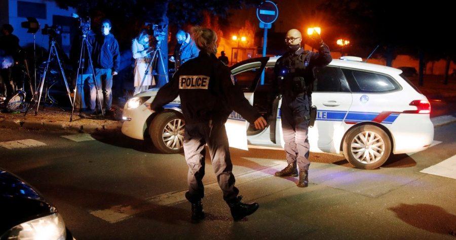 Franţa: Un profesor a fost decapitat în apropiere de Paris de un terorist