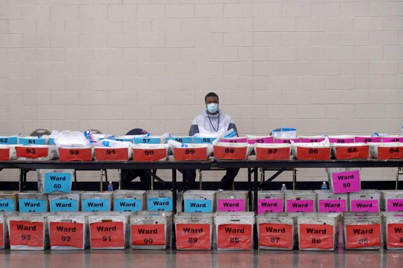 """Analist: Concluziile alegerilor prezidențiale ar putea răsturna """"cu ușurință"""" 3 state"""
